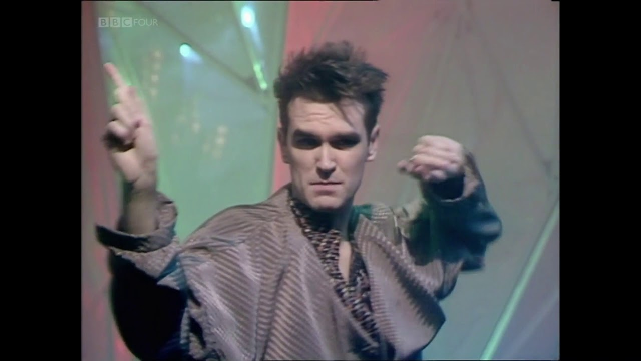 the smiths how soon is now totp 1985 youtube. Black Bedroom Furniture Sets. Home Design Ideas