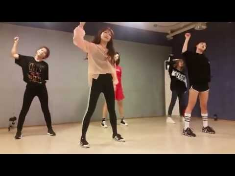 Red Velvet 레드벨벳 Seulgi 슬기 And Idol Drama Royalty Casts Dance To Lucky Strike