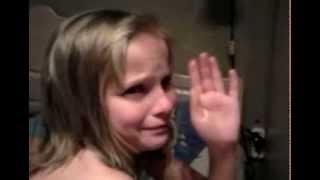 Девочке вырывают зуб ниткой вместе с челюстью!(, 2013-01-07T19:54:23.000Z)