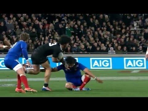 Rene Ranger knocks out Yoann Huget