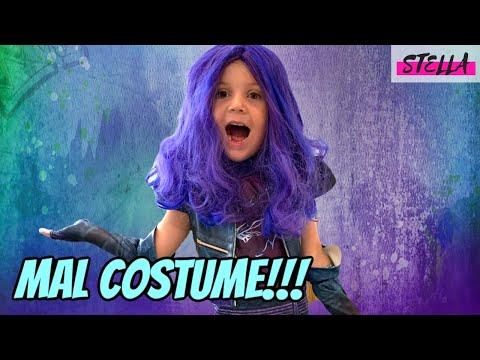 Stella wears a MAL costume from DESCENDANTS 3!!!