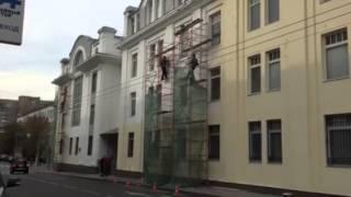 Покраска первым слоем фасада здания в ЦАО(Покраска первым слоем фасада здания в ЦАО. Ремонт фасадов АЕК-Строй http://www.aek-stroy.ru/services/remont_fasadov/, 2014-10-11T18:21:17.000Z)