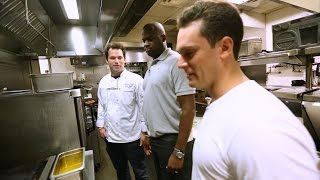 Vince Young gives Graham a taste of Texas at his restaurant