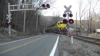NYS&W SU-99 goes through crossing with strobe lights