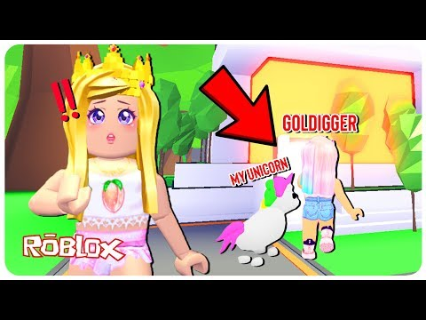 A Gold Digger Broke into My Mansion And Tried to Steal My Legendary Pet... Adopt Me Roblox Roleplay