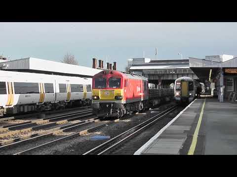 (HD) Class 92 hauled Channel Tunnel freights at Tonbridge - 14/12/11