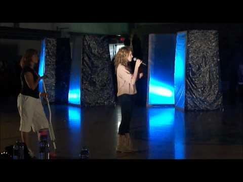 TORI KELLY SINGS NATIONAL ANTHEM