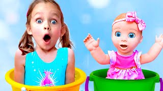 Куклы играют с Майей в прятки