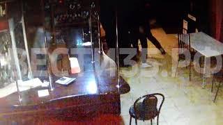 В Тарногском Городке молодой человек ударил ножом работника кафе: видео