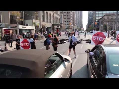 BREAKING NEWS! Toronto activists block morning traffic today outside the Israeli consulate!