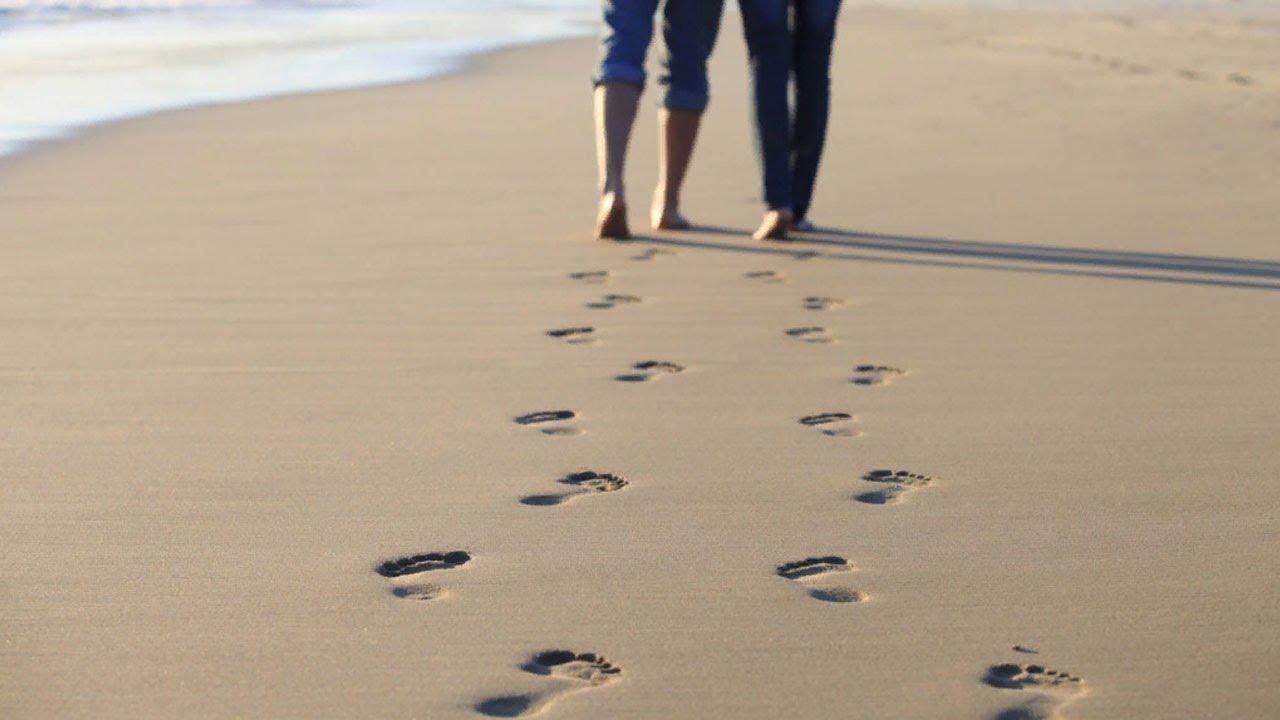 Картинка пара на песке