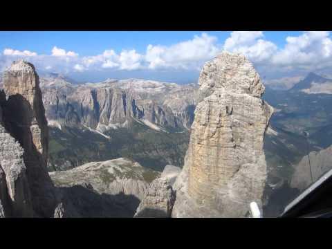 In elicottero sulle Dolomiti (HD 1080)