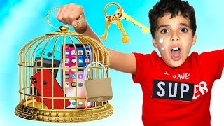 Phone in the cage,Pretend Play ,LES BOYS TV