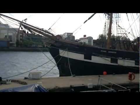Jeanie Johnson famine tall ship in Dublin river liffey, Custom house quay