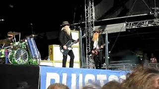 ZZ TOp - Got Me Under Pressure Live Puistoblues, Finland 3.7.2010.AVI