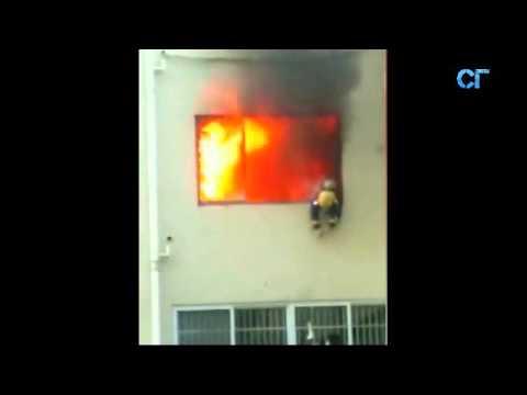 Пожарный чудом остался жив .