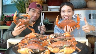 I have make peace with my husband with beer steamed crabs, dipped into Tay Ninh salt