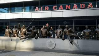 AK у стадиона Toronto Maple Leafs