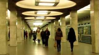 Станция метро Орехово, Москва(Спонтанное видео. Возвращались из Царицинского парка, фотоаппарат в руках ну и не удержался :), 2012-11-05T17:42:19.000Z)