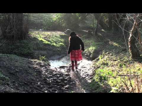 Wiggly Wellies Hula Danceиз YouTube · Длительность: 2 мин52 с  · Просмотров: 661 · отправлено: 27.11.2012 · кем отправлено: BlueWellyWellies