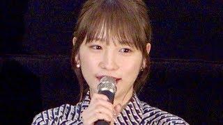 先日、結婚と妊娠を発表したばかりの女優・川栄李奈が、5月21日に行われた映画『泣くな赤鬼』完成披露舞台挨拶に出席し、川栄のほかに堤真一...