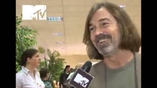 News Блок MTV  Что звезды шоу биза надевали на школьный выпускной