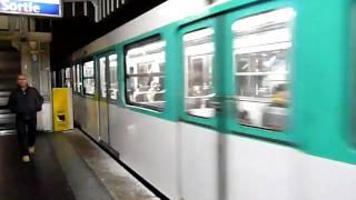 Paris Metro パリメトロ2号線MF67系電車Jaurès駅