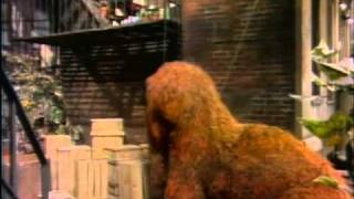 Sesame Street - Snuffy counts how many people fail to see him