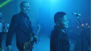 Los Inquietos del Norte - Mi Amigo El De Arriba feat. Alex y Rodrigo Meza