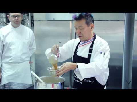 Chef Mcdang teaching principle of Thai cookery