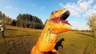 ГИГАНТСКИЙ НАДУВНОЙ КОСТЮМ ДИНОЗАВРА t-rex. ПРИКОЛ НА HALLOWEEN!