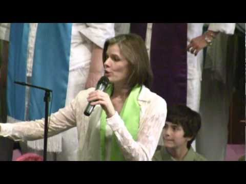 Erin McGaughan and Choir Sing A Stunning Joyful Song at Seattle Unity 4-24-11