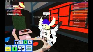zufällige roblox DJ Songs gemacht von:doggymaster029:xXxUnique:ans der Junge