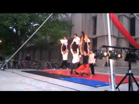 Le Vorris & Vox Circus (University of Chicago) Par...