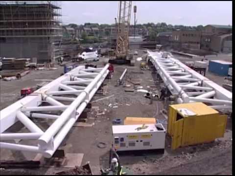 ▶ Building the Emirates Stadium