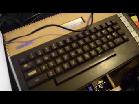 Atari funcionando con salida de video compuesto en TV LCD.