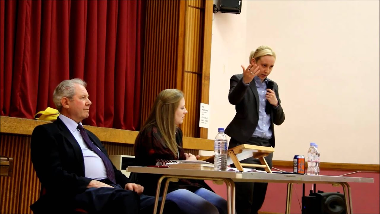 Mhairi black snp speaks at johnstone castle community for A t the salon johnstone