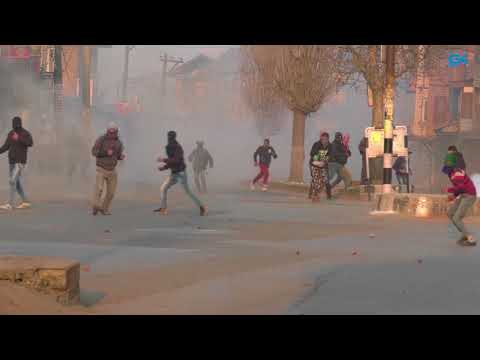 Youth clash with forces in Downtown Srinagar
