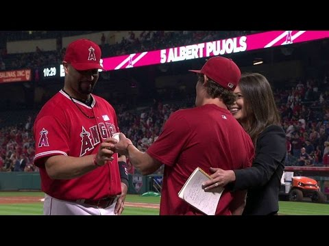 MIN@LAA: Fan gives Pujols his 600th home run ball
