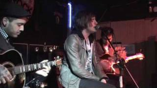 Kids In Glass Houses - Youngblood (Let It Out) - acoustic & live