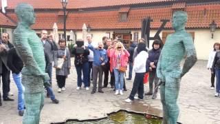 Писающие скульптуры скандального художника в Праге(, 2013-10-27T07:30:49.000Z)