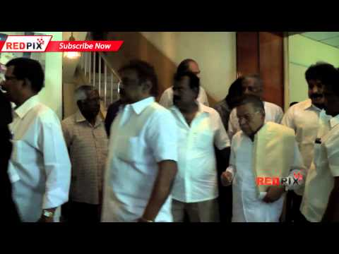 Actor Vijayakanth pays Homage to Managing Director of Maalai Murasu Ramachandra Adityan -- Red Pix