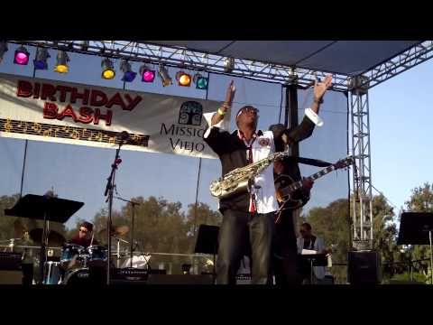 Goin' All Out -  Eric Darius (Smooth Jazz Family)
