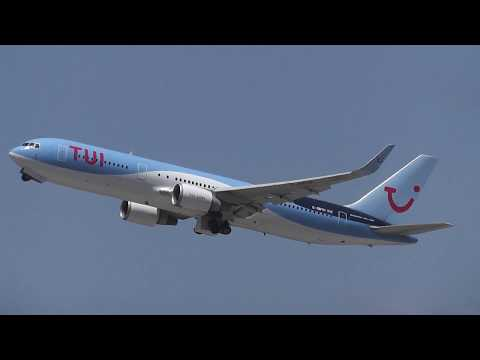 TUI Airlines UK take-off