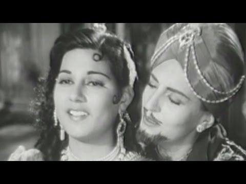 Fearless Nadia acts as prince - Baghdad Ka Jadoo Comedy Scene 3
