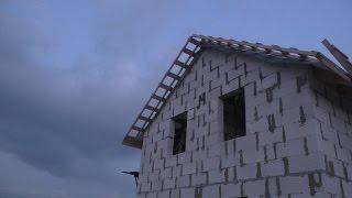 видео Подшива крыши: материалы, монтаж свеса крыши