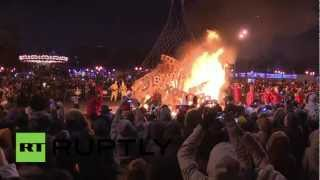 Скачать Russia Muscovites Say Farewell To Winter In Fiery Celebration Of Maslenitsa