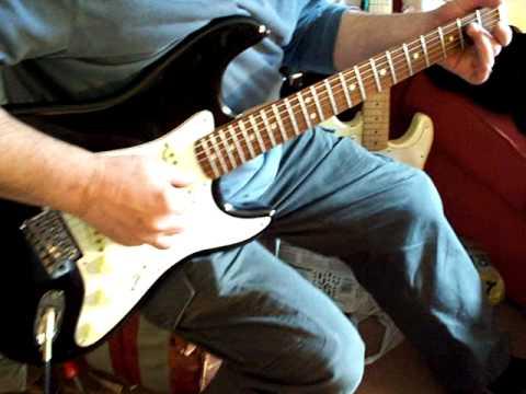 Fender Sunn Mustang with USA Fender Pickups
