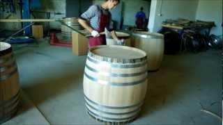 Как дубовые бочки делают на Фанагории(Дубовые бочки имеют жизненно важное значение для производства вина. Они были использованы на протяжении..., 2012-03-21T12:11:02.000Z)