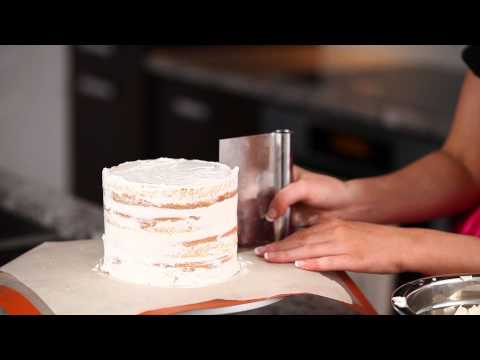 how-to-layer-and-frost-a-cake-with-perfectly-smooth-sides